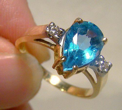 14K Yellow Gold Teardrop Blue Topaz and Diamonds Ring 1970s 14 K