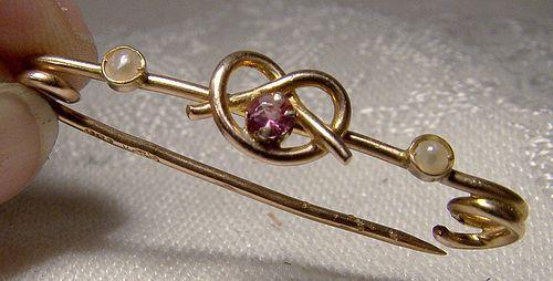 9K Almandine Garnet Sailor's or Love Knot Rose Gold Collar Cravat Pin