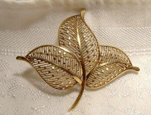 Birks 14K Three Leaf Filigree Brooch 1930s 14 kt Rope Circle