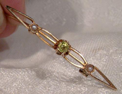 14K Yellow Gold Peridot and Pearls Brooch Pin 1910-20
