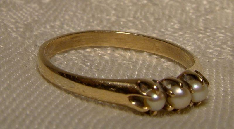 Edwardian 10K Three Pearls Row Ring 1900-1910 - Size 6-1/2