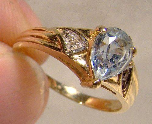 14K Blue Topaz Teardrop and Diamonds Ring 1980 14 K Size 6-1/2
