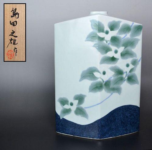 Elegant Vessel decorated with Yamaboshi Flowers by Shimada Fumio