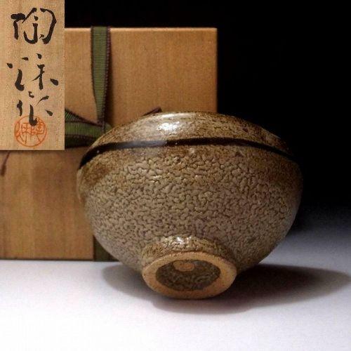 Sophisticated Karatsu-yaki Chawan with wooden box
