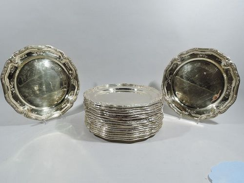 Set of 18 Sumptuous Silver Gilt Dinner Plates Chargers