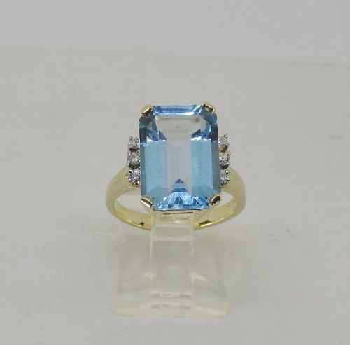 Classic Blue Topaz and Diamond Ring 14Kt Gold