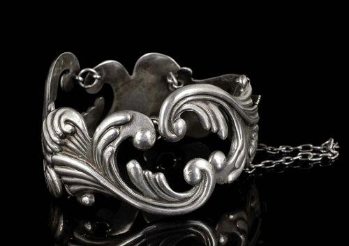 rare Los Castillo Mexican silver repousse Bracelet des no 475