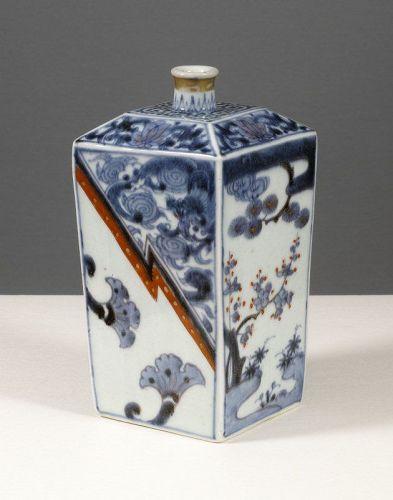 Fine Arita Sake Flask, Tokkuri, 18th century.