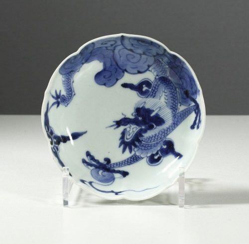 A Japanese Arita lobed dish, Yongzheng style. 1750~1790. #5