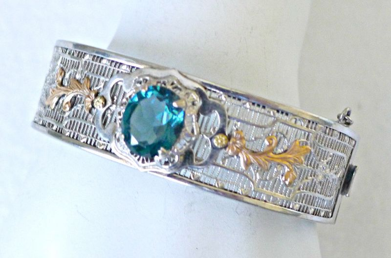 Edwardian-Fiigree-Two-Colored-Hinged-Bracelet-with-Blue-Green-Stone
