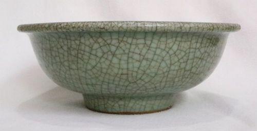 Chinese Qing Dynasty Crackled Glaze Celadon Bowl