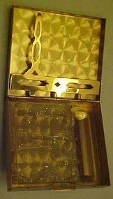 Vintage ladies purse compact holds money & lipstick