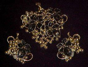 Vintage Sarah Coventry grape pin/pendant & earrings
