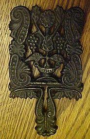 Vintage miniature cast iron Grapes trivet MT-3