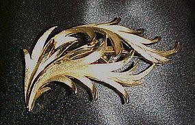 Vintage Crown Trifari gold tone feathers pin