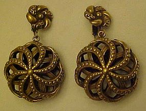 Antiqued gold 3-d clip back earrings NICE!!