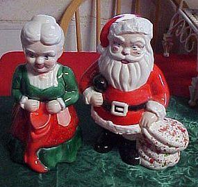 Vintage 1984 h/p Santa and Mrs Claus lg figurines