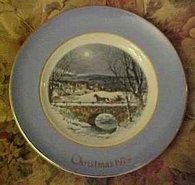 Avon 1979 Christmas plate Dashing through the snow