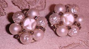 Vintage faux pearls clusters earrings clip backs
