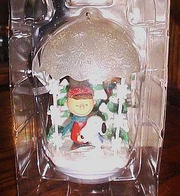 Hallmark ornament Peanuts Gang Christmas Hugs MIP