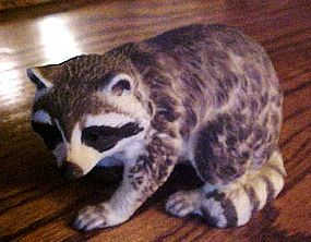 Large Lefton Raccoon figurine KW6970 hard to find