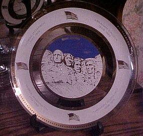 "Vintage Houze art glass souvenir plate of Mt. Rushmore  10.5"""