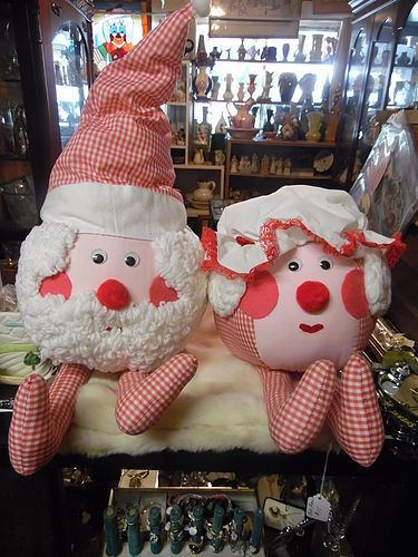 Vintage hand made Mr. & Mrs. Santa dolls Humpty Dumpty style