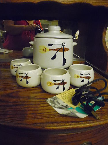 Vintage West Bend 2 qt electric bean pot and 4 bowls Never used