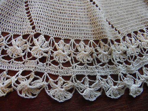 "Vintage fine crochet doily pinwheel center ecru 26"""