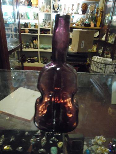 """VINTAGE JERSEY GLASS CO. AMETHYST GLASS 7 3/8"""" VIOLIN BOTTLE VASE"""