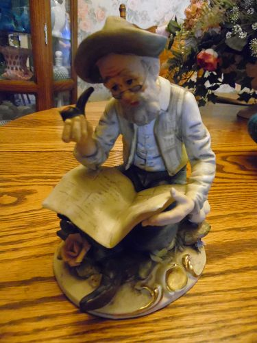 Lefton Old man reading newspaper figurine #2436