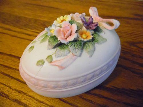 Vintage hand painted Lefton Egg trinket box KW 4742