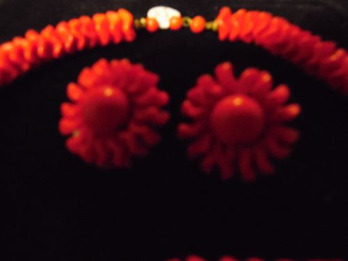 Vintage red class beads choker with clip earrings Germany