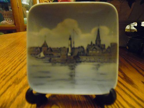 Mini Royal Copenhagen souvenir plate of  AAEHUS HAVN