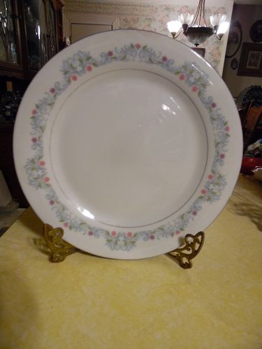 Crown Ming Fine China  Windsor pattern Dinner Plate