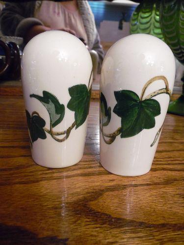 Metlox Poppytrail California Ivy oversized shakers