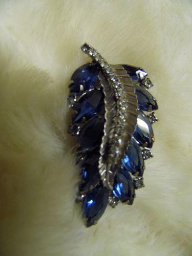Beautiful vintage silvertone blue rhinestone leaf brooch