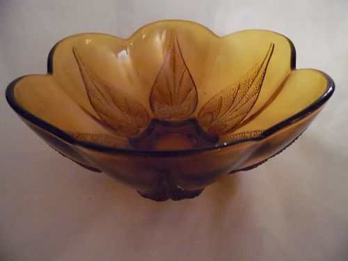 "Anchor Hocking Glass Bowl Renaissance Leaf Amber 8"" Diameter"