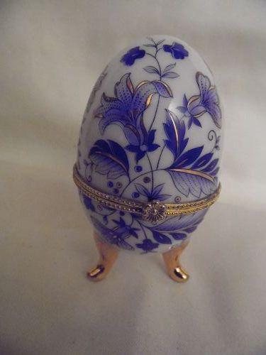 Blue floral chintz hinged egg trinket box