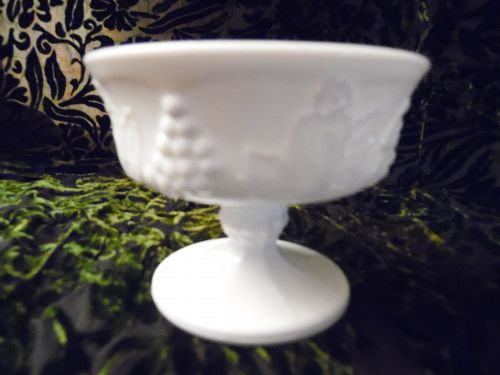 Indiana Colony Harvest Milk White Glass Dessert Sherbet Bowls  Grapes