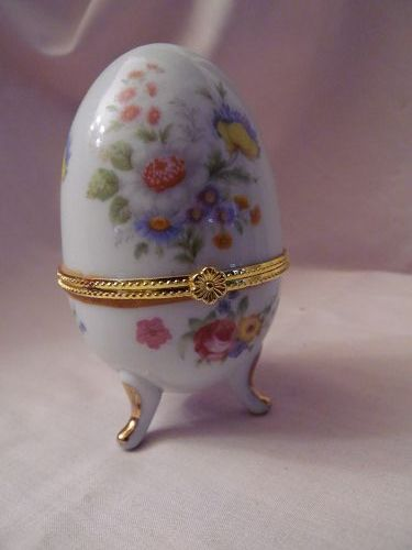 Hinged porcelain egg box wildflower floral sprays