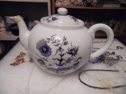 House of Prill blue onion porcelain teapot