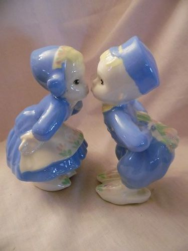Vintage ceramic Kissing Dutch boy and girl figurines