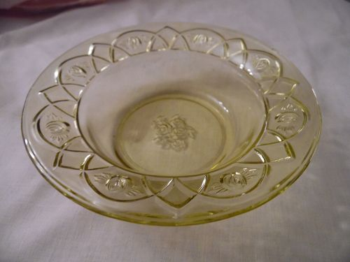 Federal Glass Rosemary, aka Dutch rose amber-yellow dessert bowl