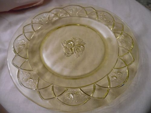 Federal Glass Rosemary, aka Dutch rose amber-yellow dinner plate