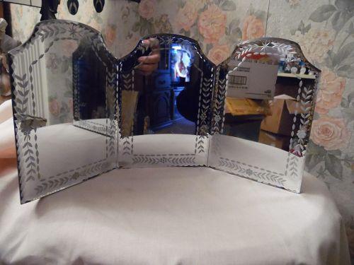 Tri fold deco cut mirror
