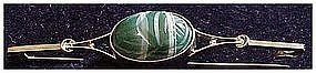 Victorian 9 ct green banded agate scarab bar pin