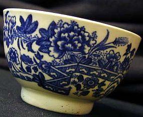 Worcester Dr. Wall period soft paste porcelain tea bowl