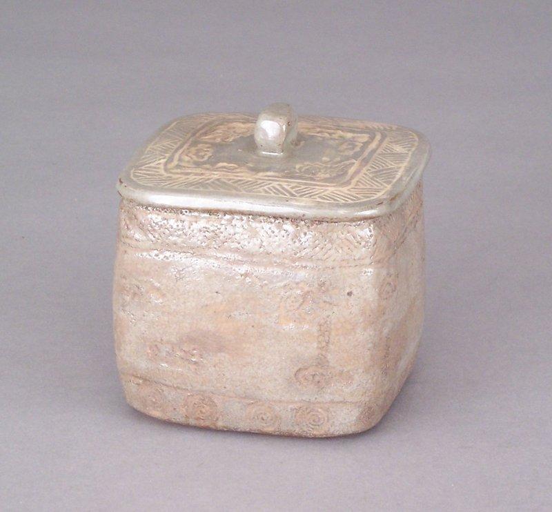 Nezumi Shino Covered Box. Inlaid and Brushed White Slip