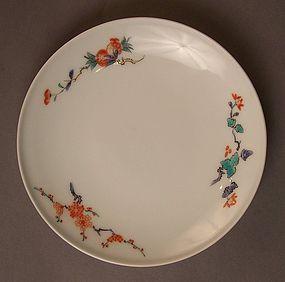 Signed later generation Kakiemon saucer dish, 20th C.